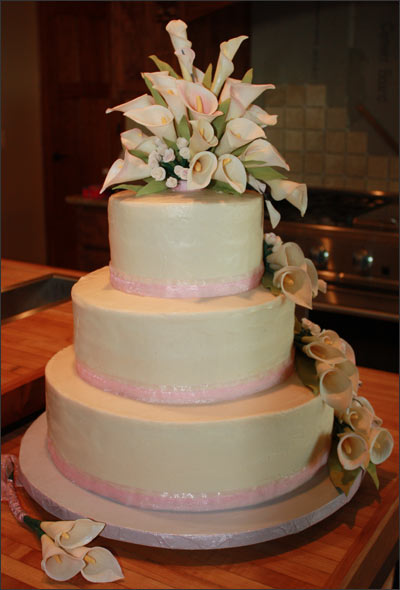 3 tier wedding cake with buttercream icing and handmade gumpaste calla lily